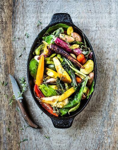 Mesclun de légumes et fruits du temps à la sarriette et au laurier