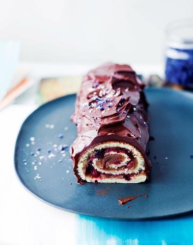 Bûche Roulée Au Chocolat Et Cerises Recette De Noël Régal
