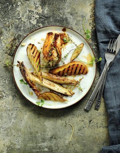 Roulades de poulet au bleu et endives caramélisées