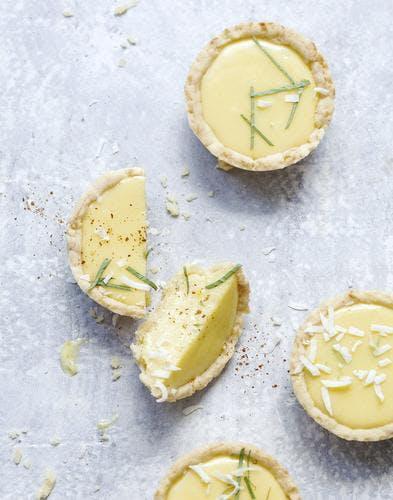 Tartelettes au citron vert et à la noix de coco