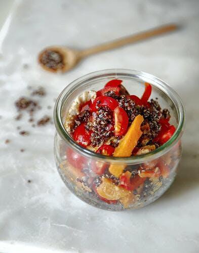 Quinoa rouge, patate douce, vinaigrette épicée