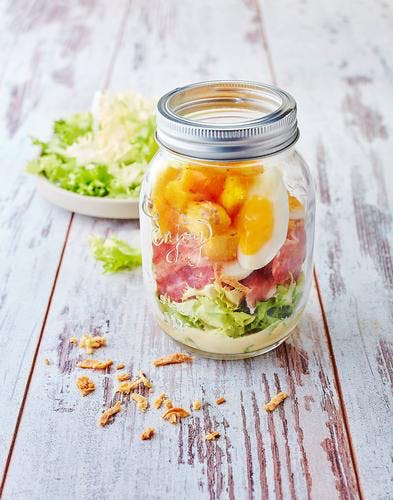 Salade au bacon en bocal
