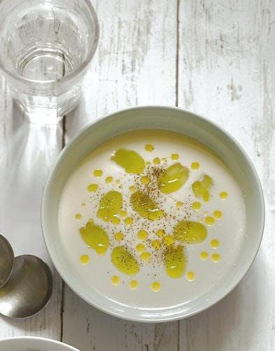 Gaspacho blanc à l'ail et aux amandes (Ajoblanco)