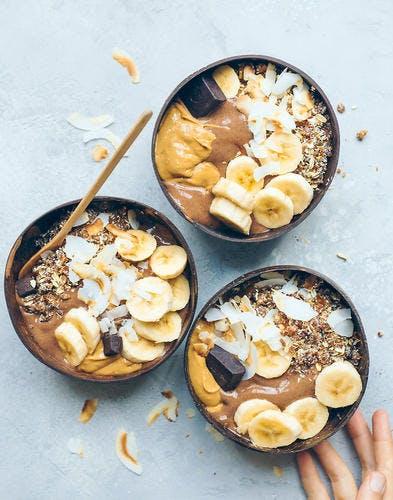 Smoothie bowl au chocolat et banane