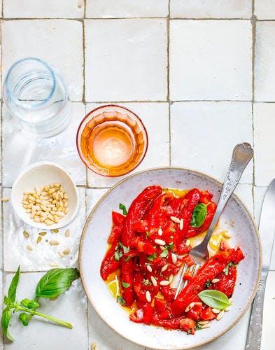 Salade de poivrons grillés aux tomates