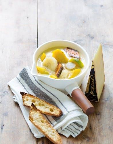 Soupe aux légumes anciens et mouillettes gratinées à l'Appenzeller