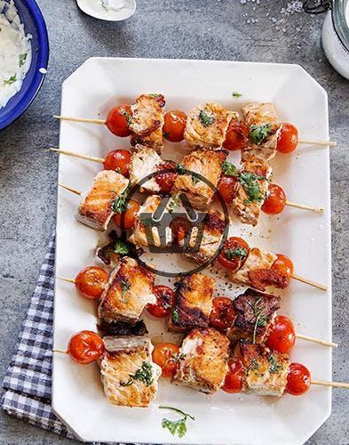Brochettes de saumon et pommes de terre en robe des champs | Simple & Bon