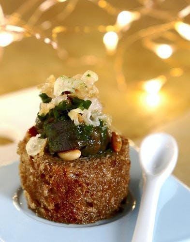 Cubes d'escargots, gingembre et lard croustillant