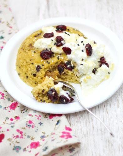 Bowl cake miel et cranberries