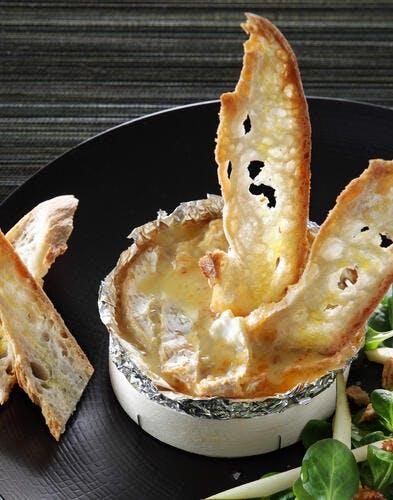 Camembert chaud aux poires et noix