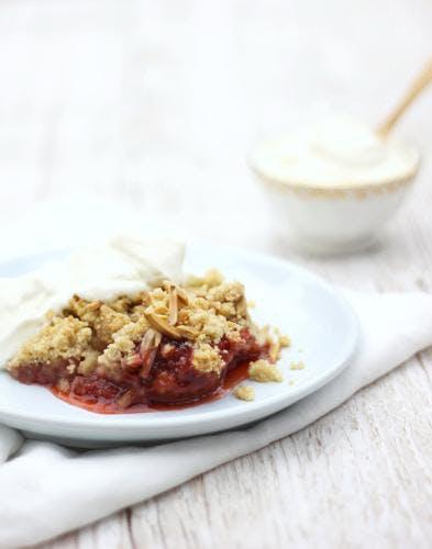 Crumble pomme et compote de fraises