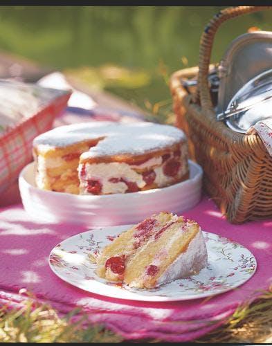 gâteau aux cerises et aux framboises