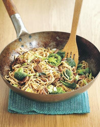 Nouilles sautées au boeuf et au brocoli