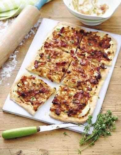 pissaladière à la crème et aux lardons