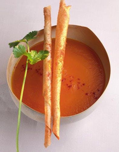 Velouté de carottes à l'orientale, sticks au piment doux
