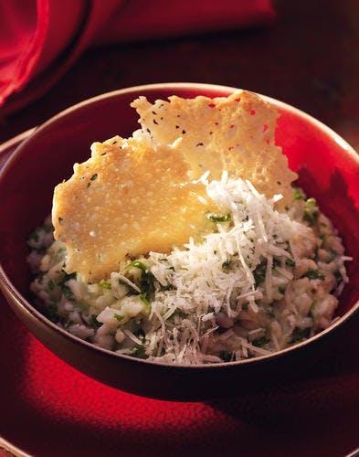Risotto aux herbes et au parmesan, tuiles au parmesan