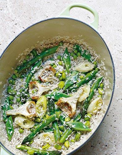 Riz et légumes de printemps à l'étouffée
