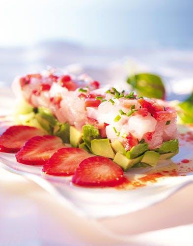 Tartare de daurade, vinaigrette à la fraise