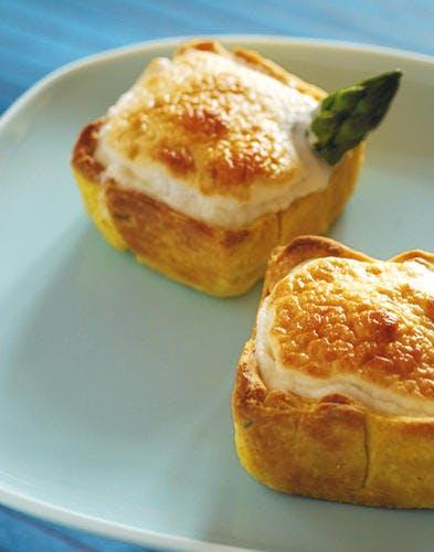 Tartelettes asperges et crème d'ail meringuée