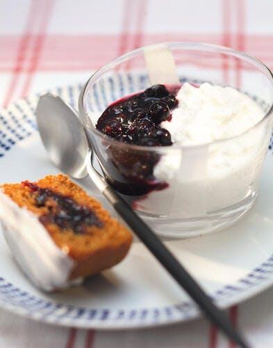 Panna cotta à l'Anis de Flavigny, marmelade au cassis