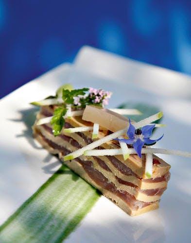 La féra du lac d'Annecy fumée en duo de foie gras de canard et pomme granny