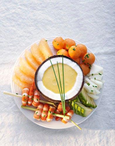 Brochettes de crevettes sauce melon-coco