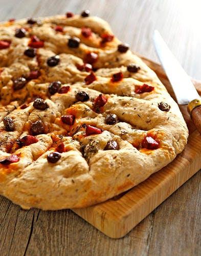 Fougasse, olives et chorizo