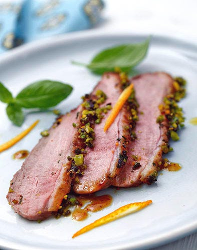 Filets de canard en croûte d'olives