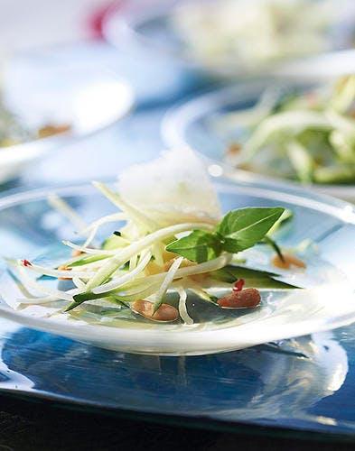 Salade de courgette, parmesan et olives vertes, orvieto gélifié