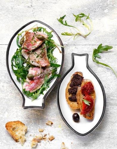 Rougets en salade et tartines de tapenade