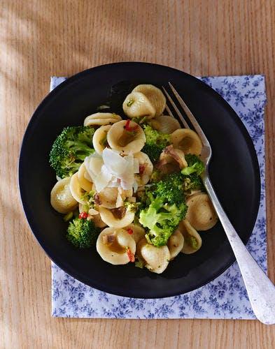 Orecchiettes aux brocolis, anchois et piment