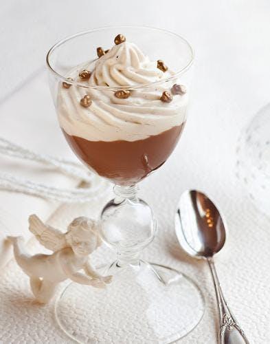 Cappuccino au café et chantilly