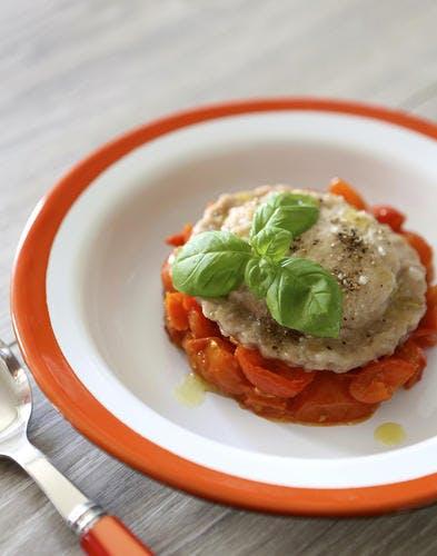 Ravioles de ricotta, compotée de tomates au cumin des prés