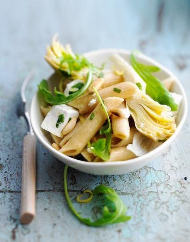Salade de penne aux artichauts et à la feta