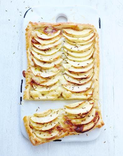 Tarte aux pommes, camembert et cumin