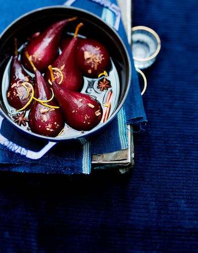 Poires au vin de Noël et copeaux de chocolat