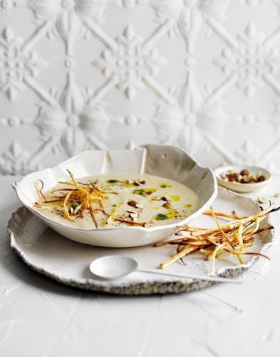 Soupe de panais aux poireaux, noisettes et huile de thym