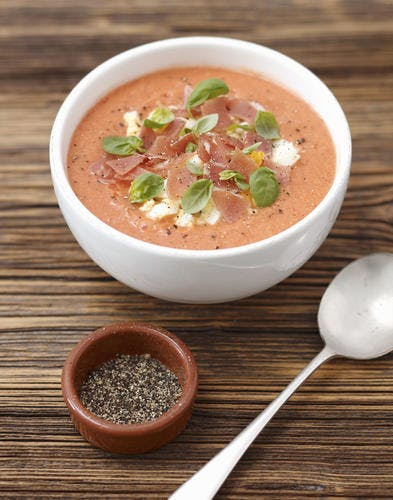 Soupe froide de tomate au jambon et à l'oeuf (SALMOREJO)