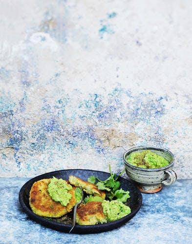 Croquettes de légumes au zaatar et houmous de petits pois