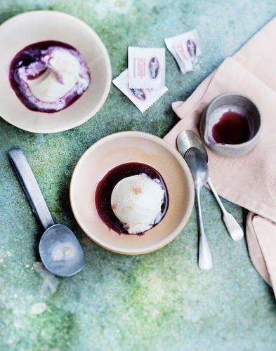 Affogato de glace vanille au sirop de malbec et épices