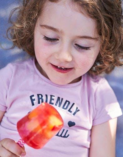 Glaces à l'eau et aux fruits frais