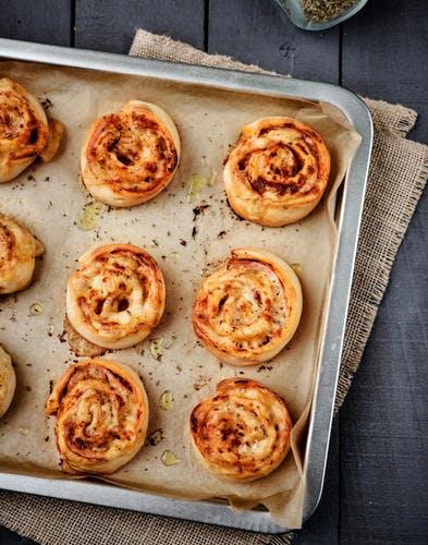 Pizzas rolls oignon-gouda-origan