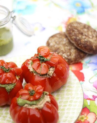 Tomate farcie et basilic