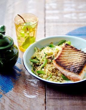 Saumon grillé, quinoa au concombre et à la menthe