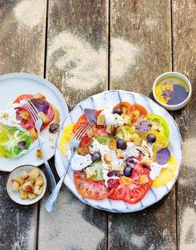 Tomates anciennes, burrata et croûtons