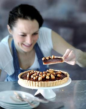 Tarte chocolat-noisettes et caramel maison