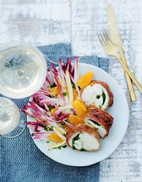 Rôti de lotte farci aux herbes fraîches, salade d'endives-clémentines