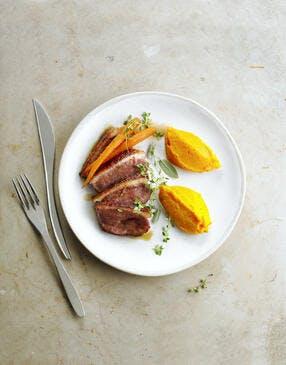 Magrets de canard aux deux purées orange