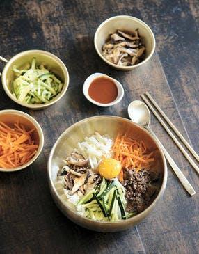 Bol de riz aux cinq couleurs (bibimbap)