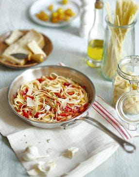 Spaghettis aux tomates et à l'ail